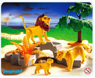 3239  Famille de lions